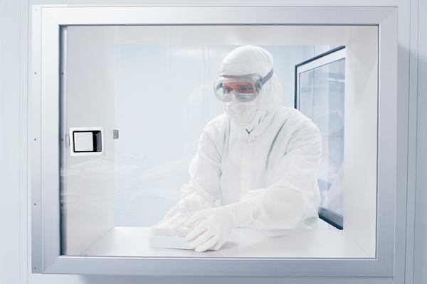 Abbigliamento, guanti e accessori sterili per cleanroom
